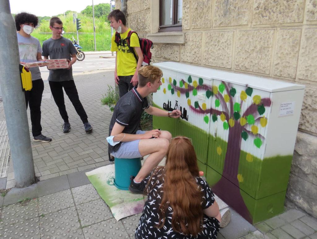 Kunstunterricht: Schüler verschönern Stromkästen